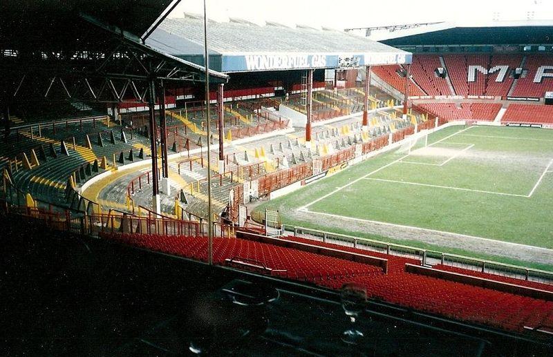 manchester_united_stretford_end_1992